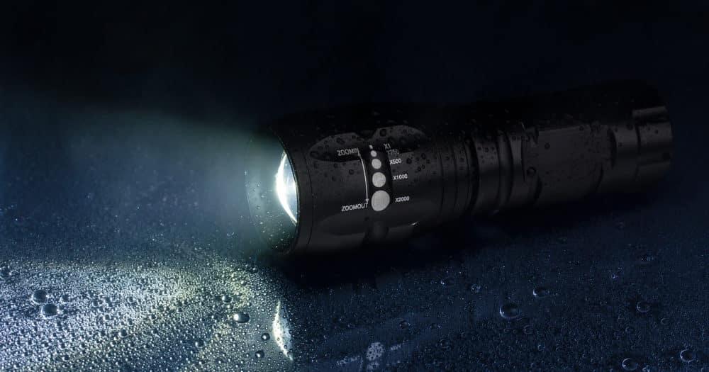 https://www.easyemergencyplan.com/wp-content/uploads/2021/07/Flashlight-Travel-Essential-Emergency-Device-01-1000x525.jpg