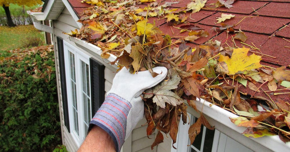 https://www.easyemergencyplan.com/wp-content/uploads/2021/08/Cleaning-House-Gutters-For-Storms-01-1000x525.jpg